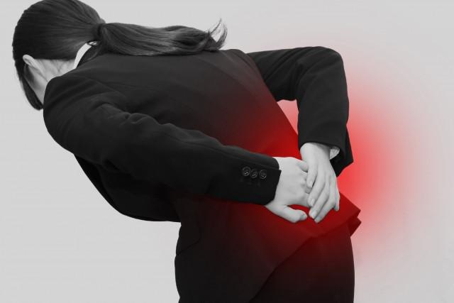 腰痛で痛みを抱える人